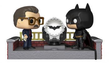 Batman 80th Anniversary POP! Vinyl Figure - James Gordon &  Light Up Bat Signal Movie Moment (Begins)